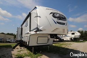 2022 FOREST RIVER CHEROKEE ARCTIC WOLF 3770 SUITE