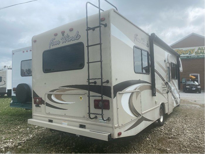 2017 Thor Motor Coach Four Winds Photo 4 of 24