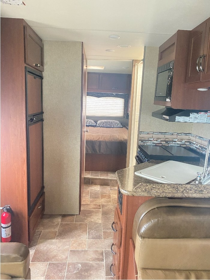 2017 Thor Motor Coach Four Winds Photo 12 of 24